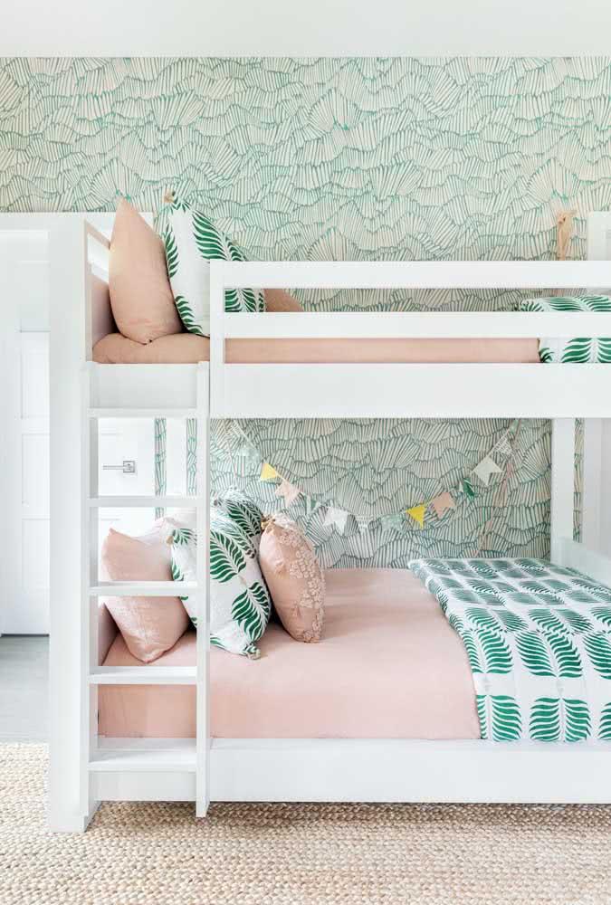 E para as irmãs, as camas ganham a mesma arrumação