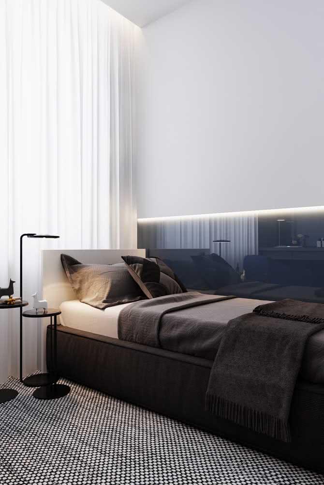 Roupa de cama escura para o quarto de solteiro