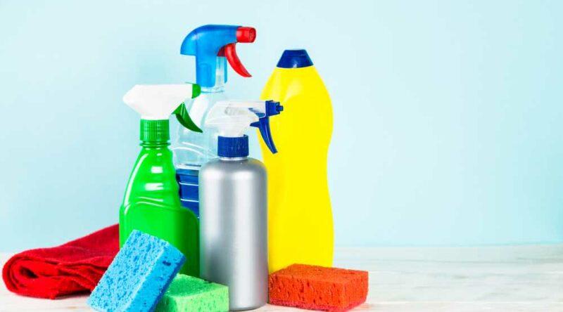 Desinfetante caseiro: confira 6 receitas práticas e fáceis para você fazer