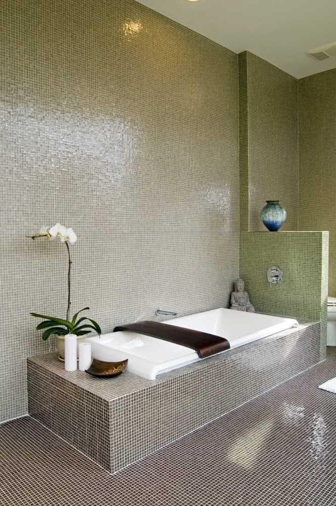 Ou quem sabe você prefira sua orquídea branca aos pés da banheira...