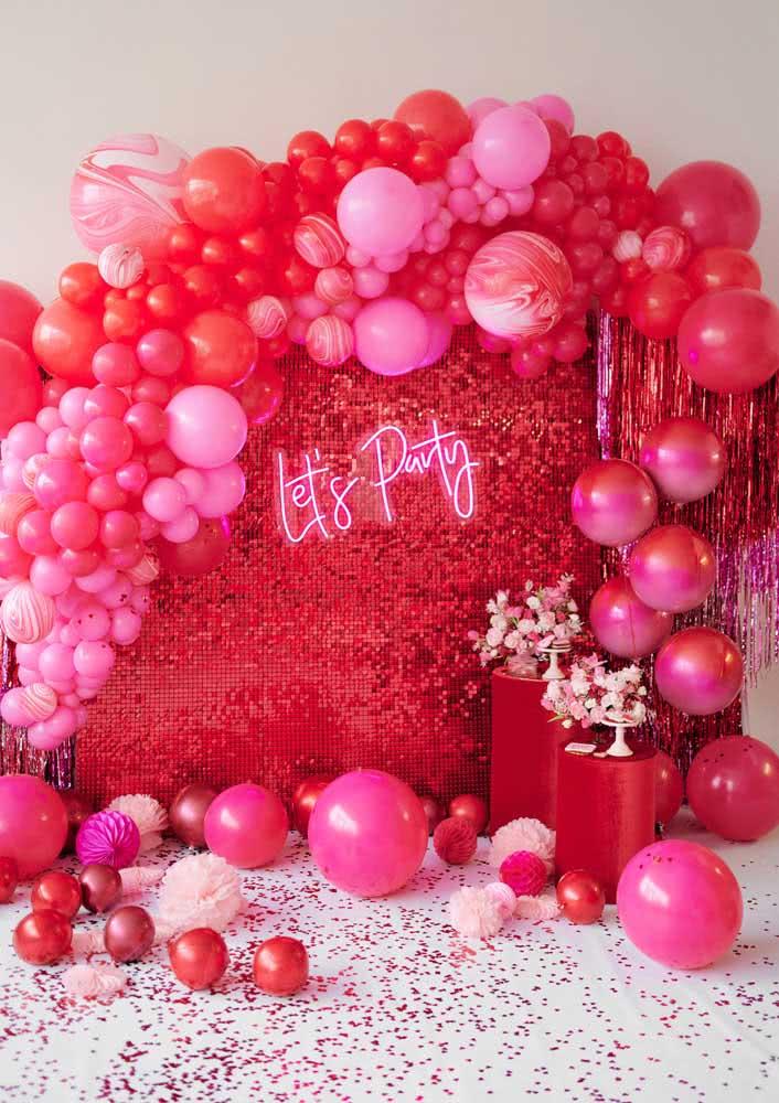 Vermelho e rosa para a decoração de despedida de solteira com tema balada