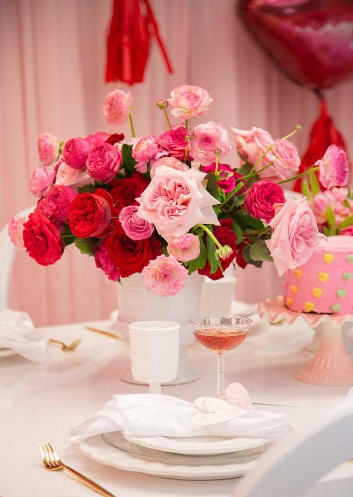 A mesa posta da despedida de solteira é um luxo só!