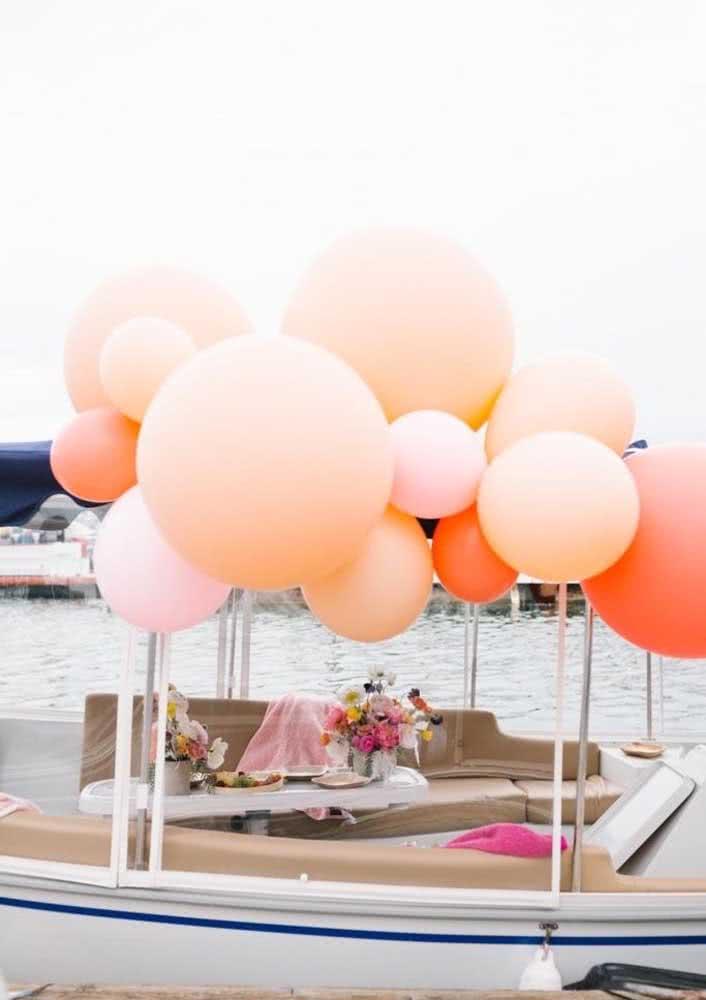 Decoração da despedida de solteira bem simples só com balões e flores