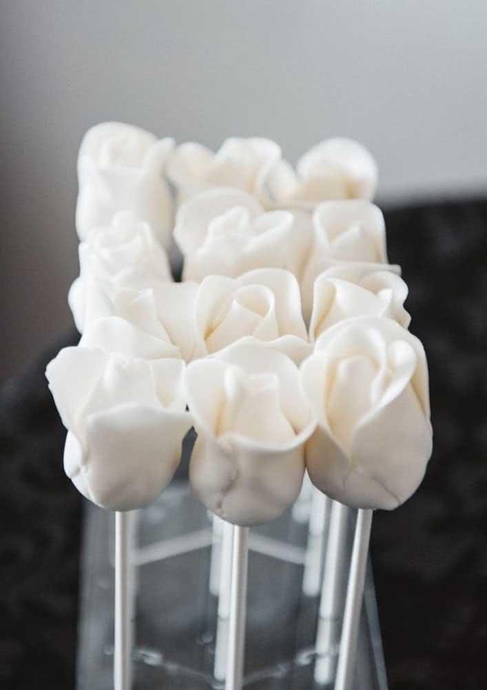 Rosas brancas no palito