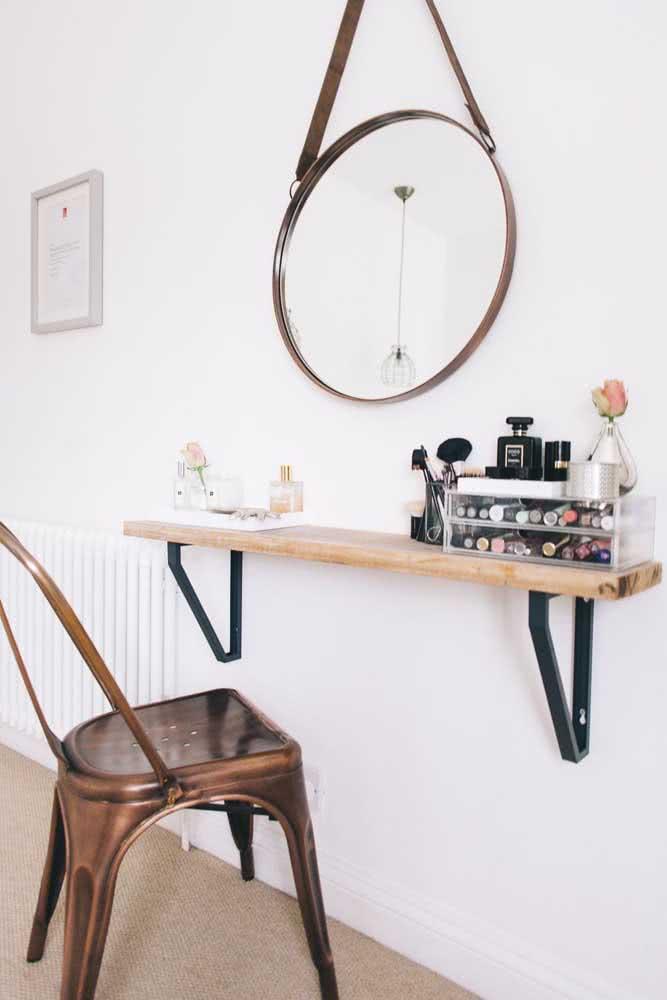 Que tal uma prateleira industrial no seu quarto para organizar suas maquiagens?