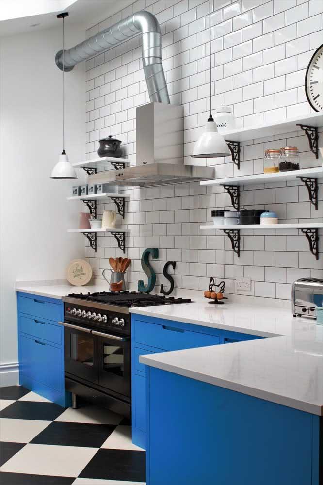 Prateleira industrial na cozinha: um clássico!