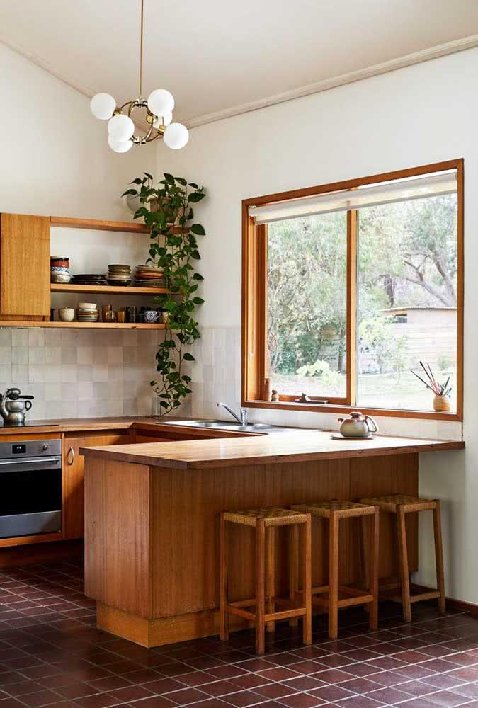 O conforto da madeira nessa outra proposta de cozinha em U