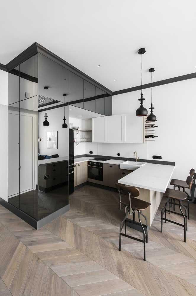 A clássica cozinha preta e branca na versão U
