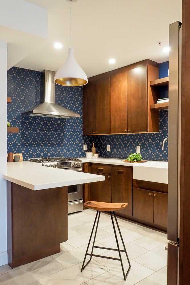 Azul e madeira: combinação atemporal e moderna