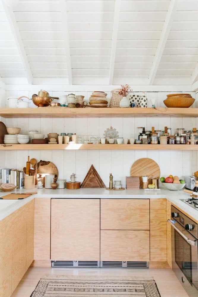 Aquele toque boho maravilhoso para finalizar a decoração da cozinha em U