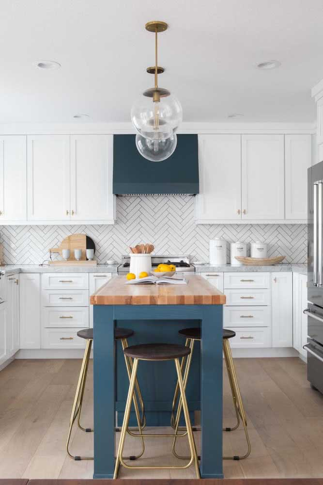 Cozinha em U com ilha: modelo ideal para ambientes maiores