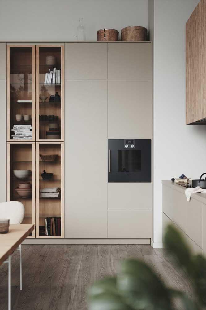 E com a marcenaria planejada é possível até projetar armários em cor pérola