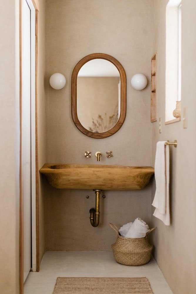 Um banheiro simples, charmoso e delicadamente pintado de cor pérola