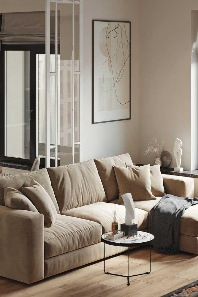 Decoração com cor pérola para sala de estar. A cor é perfeita para ambientes pequenos