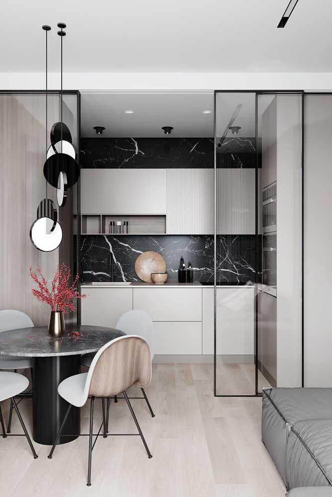 Ao invés de uma decoração preta e branca, você pode pensar em uma decor preta e pérola