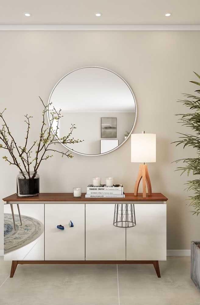 Móveis espelhados também são uma boa pedida de combinação com a cor pérola