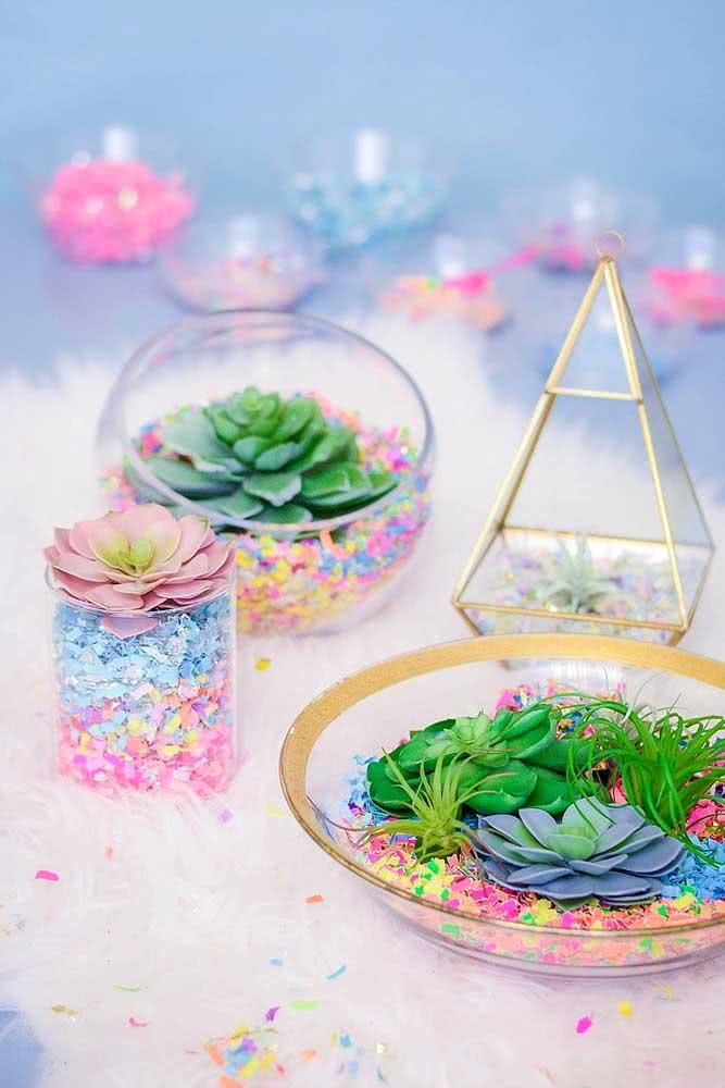 Terrários coloridos, perfeitos para decorar uma festa
