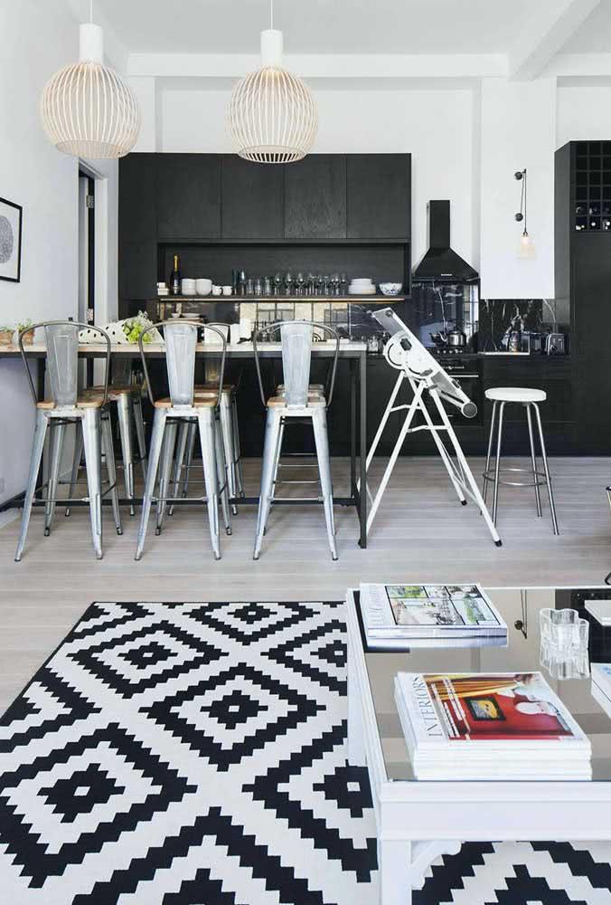 Tapete preto e branco geométrico para sala de estar integrada