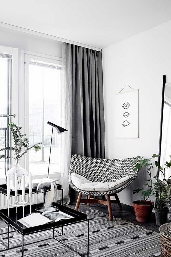 Tapete preto e branco na sala moderna