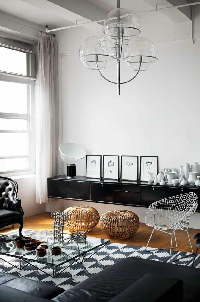 E se toda a decoração da sala for preta e branca?