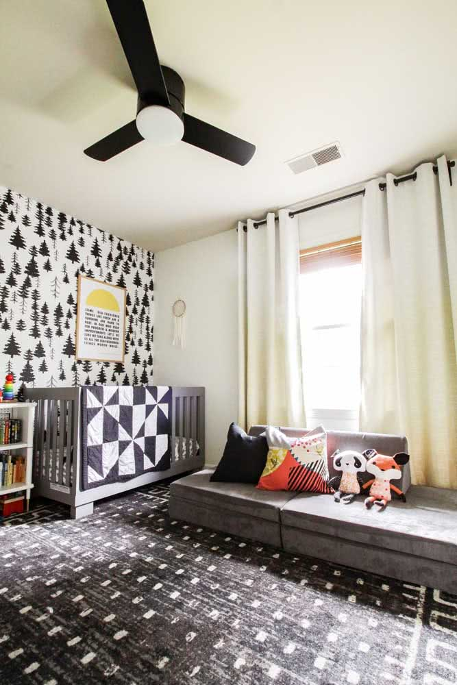 Um quarto infantil em preto e branco para quem deseja fugir do óbvio