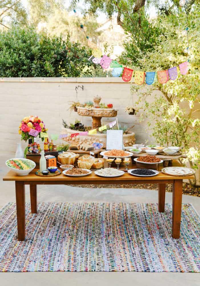 Organize todos os pratos em uma única mesa, como se fosse um buffet