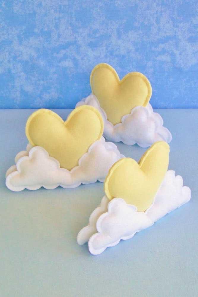 Nuvem de feltro com coração: é muito amor!
