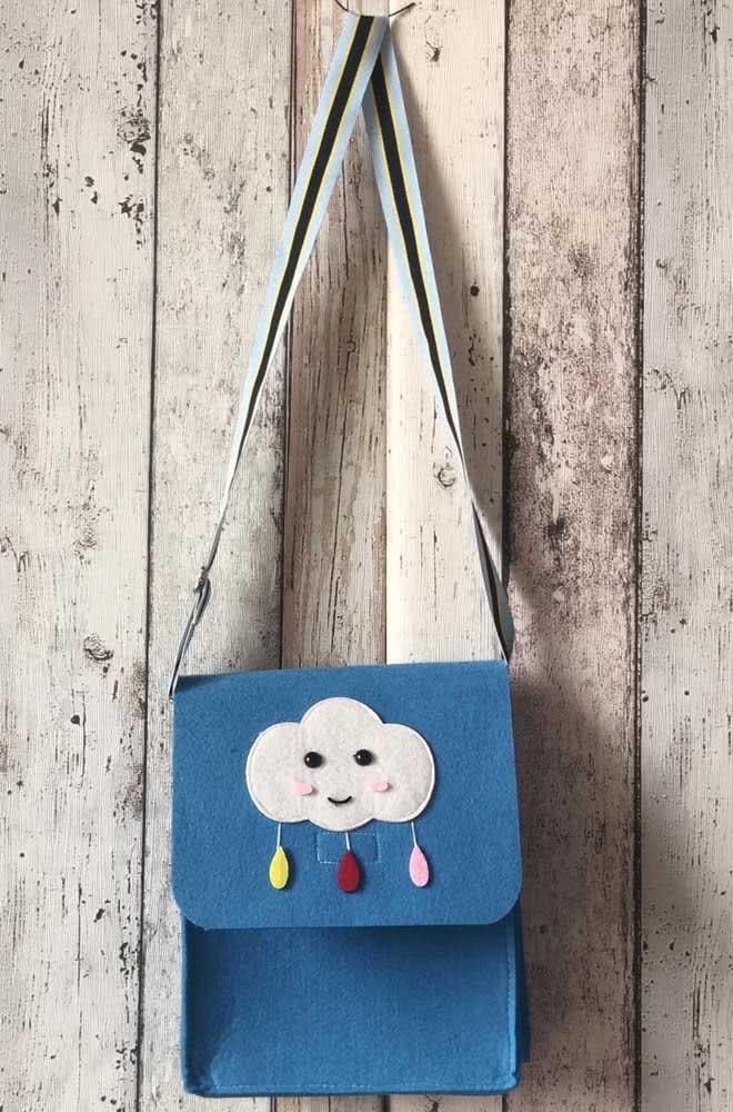 Uma bolsa com nuvem de feltro. Vai dizer que você não tinha pensado nisso ainda?