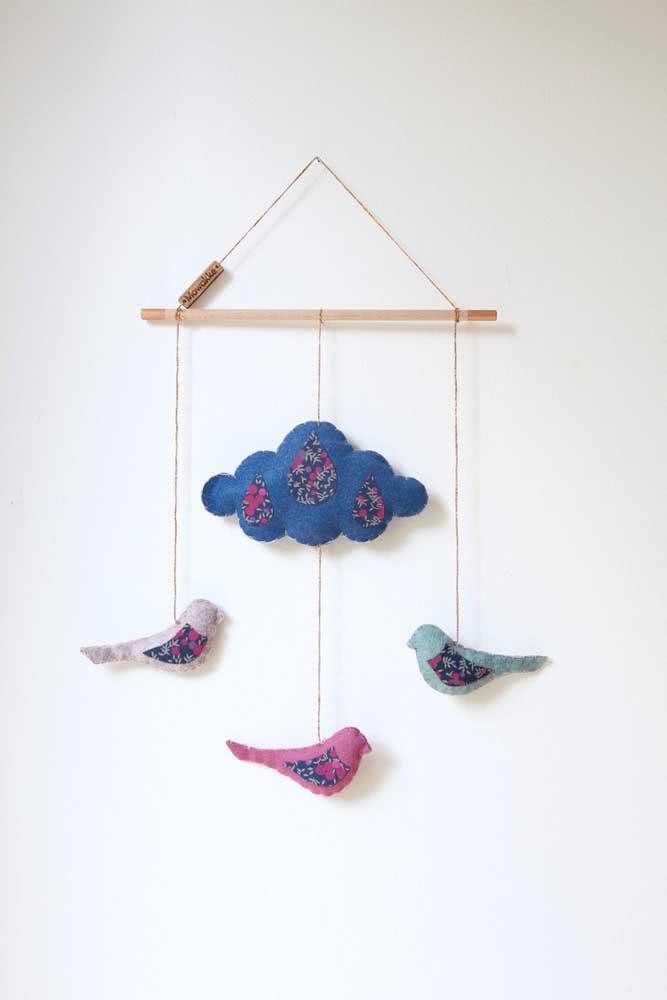 Um mimo essa nuvem de feltro acompanhada pelos passarinhos