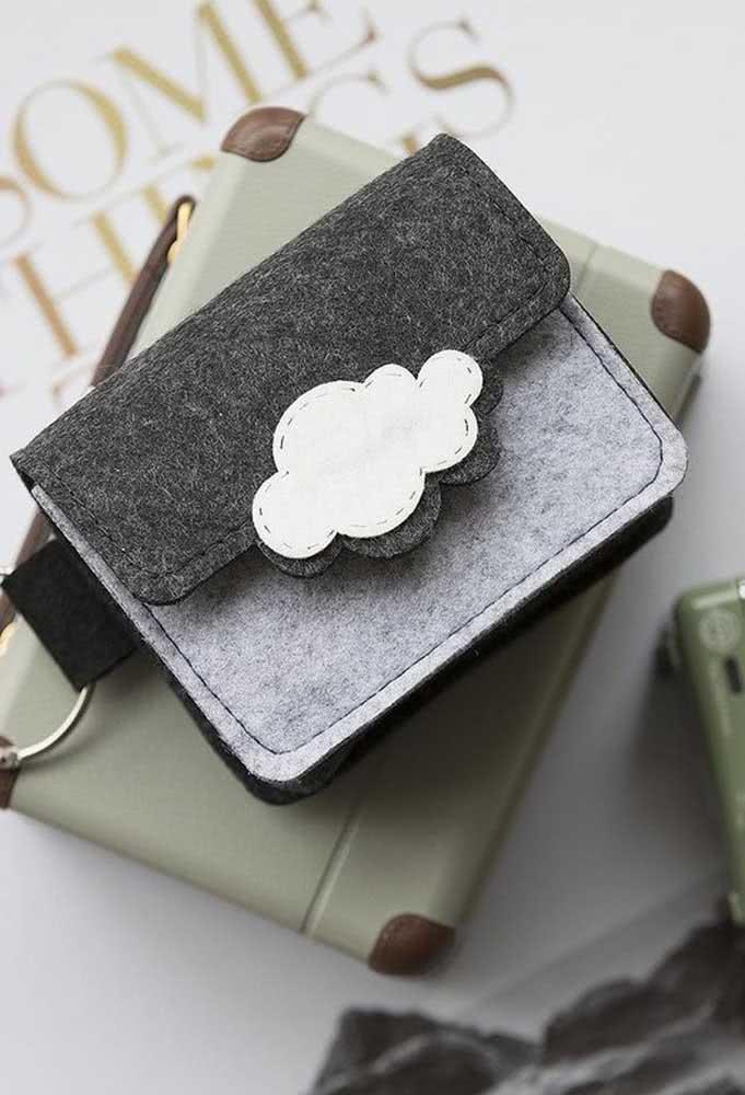 Você já pensou em fazer uma carteira de nuvem de feltro? Pois deveria!
