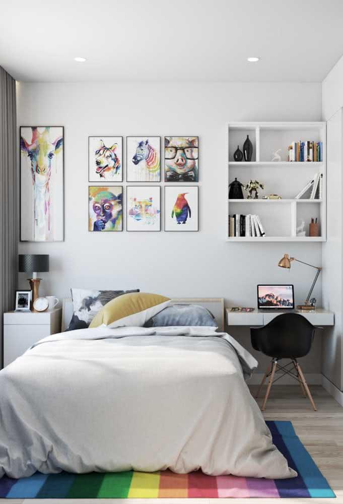 Já esta proposta, acompanha lindos quadros decorativos coloridos e psicodélicos.