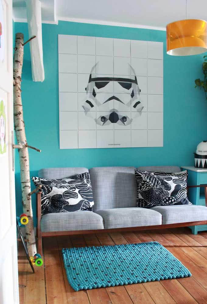 Nesta proposta, o quarto com tema Star Wars acompanha um incrível painel.