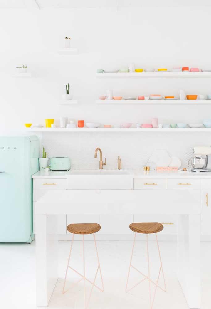 Outra maneira inteligente de brincar com as cores: com utensílios, louças e eletrodomésticos.