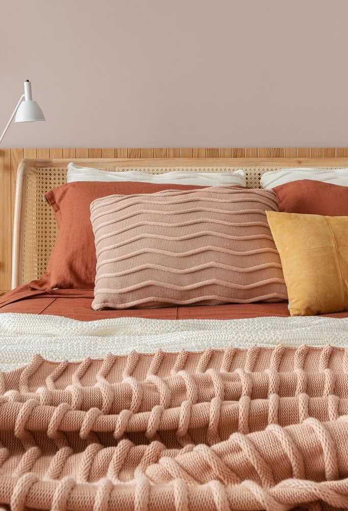 Aqui as cores aparecem na escolha das peças da roupa de cama.
