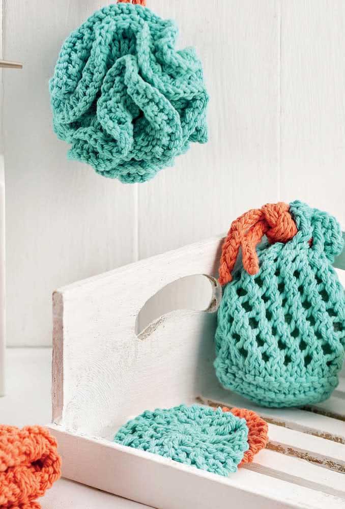 Puxa saco de crochê e enfeites na cor verde água.