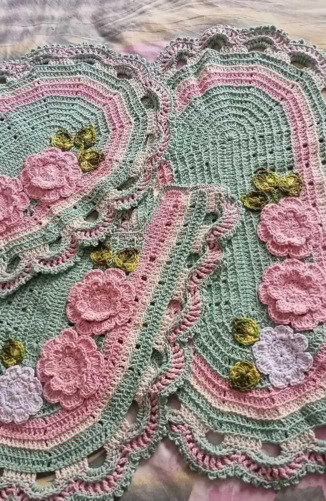 Já estas peças utilizaram o barbante verde e o barbante rosa para criar uma dupla de arrasar.