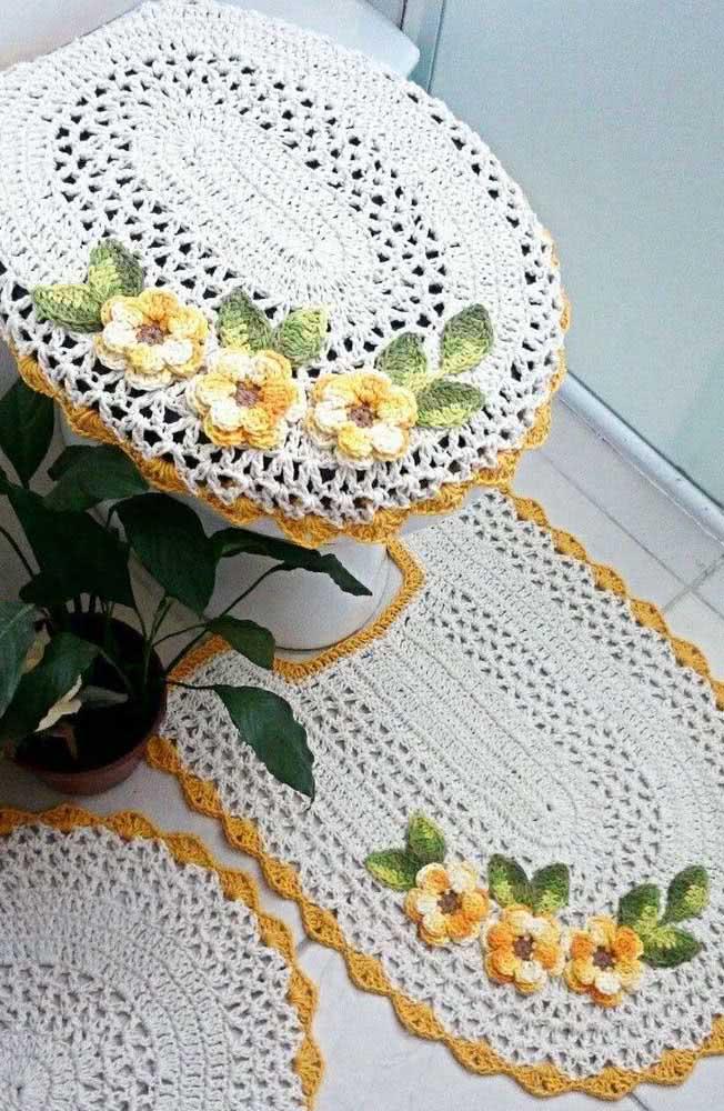 Jogo de banheiro completo florido de crochê com flores amarelas
