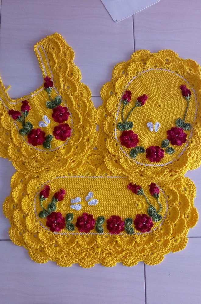 Jogo de banheiro de crochê amarelo com rosas para você se inspirar e produzir o seu.