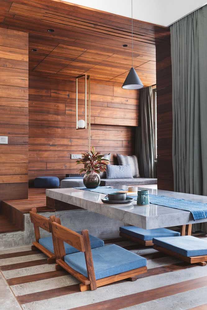 Mesa de jantar japonesa com cadeiras: tudo no chão