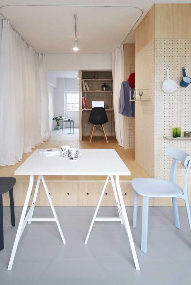 As cores claras também ajudam a ampliar a sensação de espaço das casas japonesas