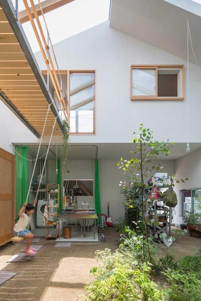 Quintal de uma casa japonesa: espaço para o que realmente importa