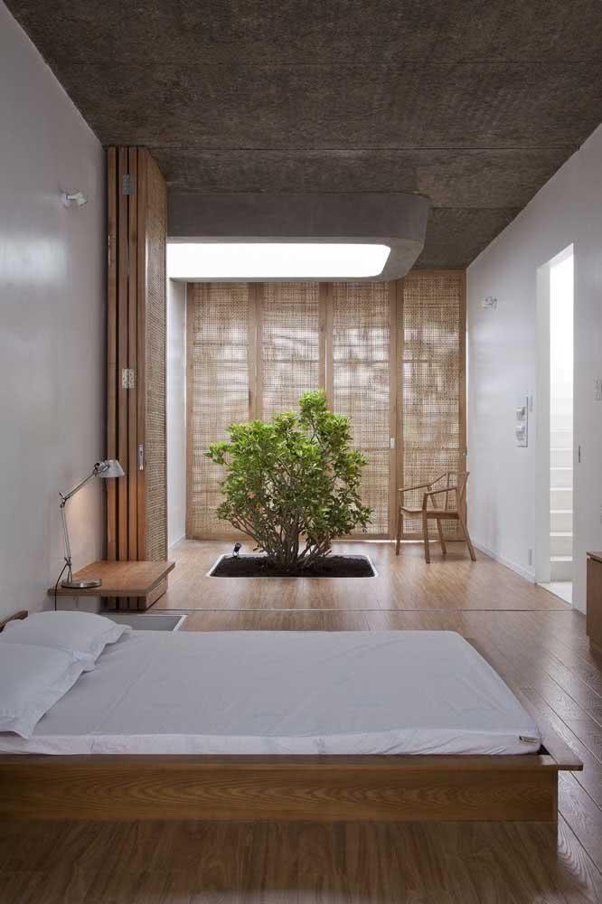 No quarto japonês, os elementos naturais continuam sendo valorizados, além, é claro, da tradicional cama rente ao chão