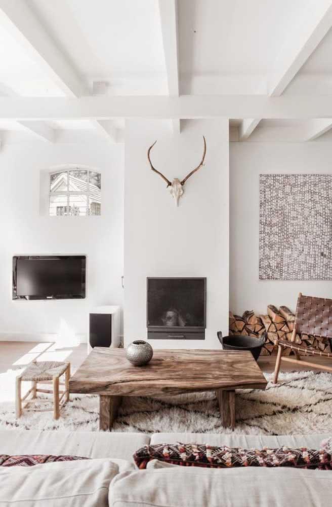 A decoração escandinava repaginou o uso da mesa de centro rústica