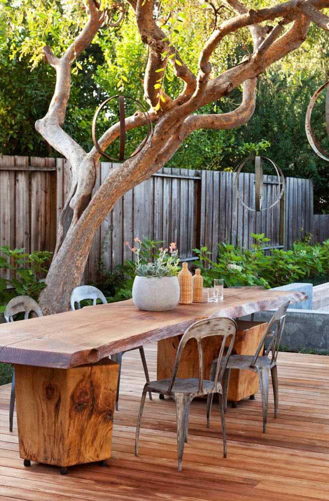 Rústica, como a árvore do jardim