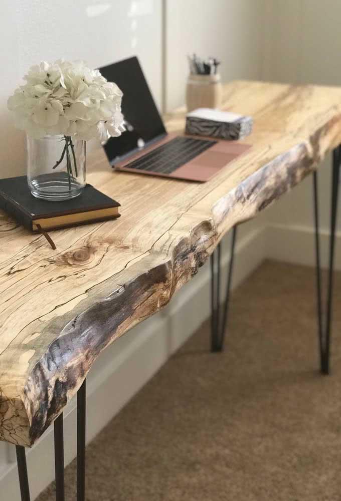 Mesa rústica com tampo de madeira natural: como veio ao mundo!