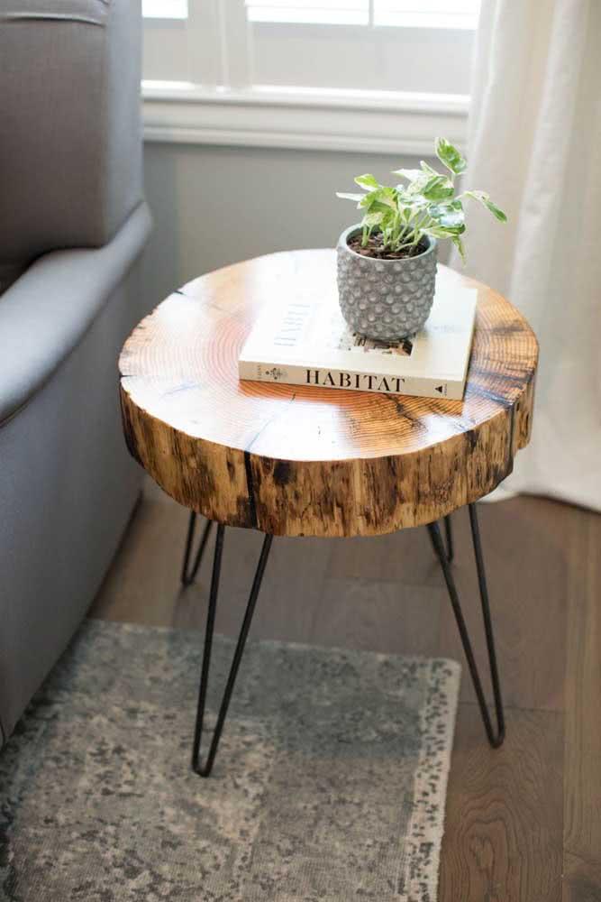 Toque industrial para a mesa lateral de madeira rústica