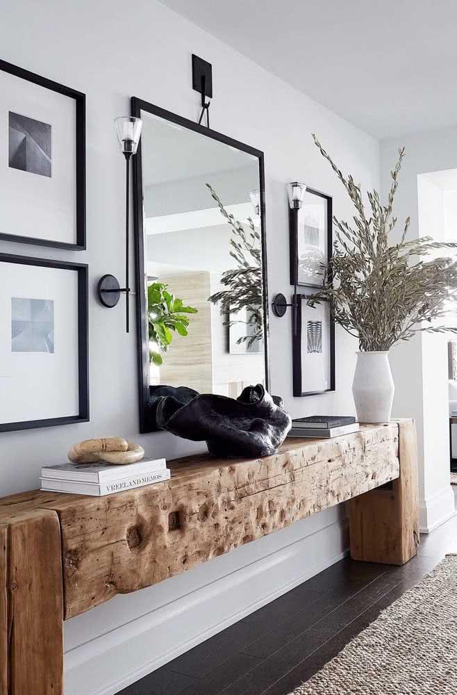 Aparador rústico na decoração minimalista do hall de entrada