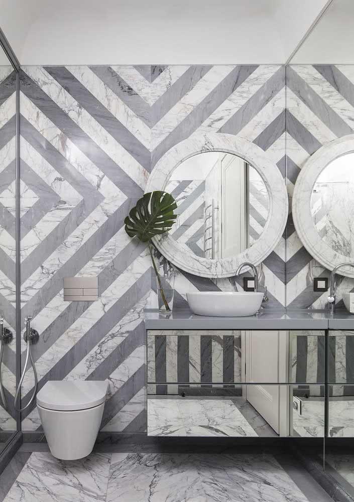 Ao invés do papel de parede, você pode criar formas e desenhos a partir da paginação dos revestimentos