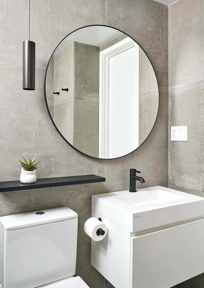 Um banheiro cinza pequeno e simples para inspirar sua reforma