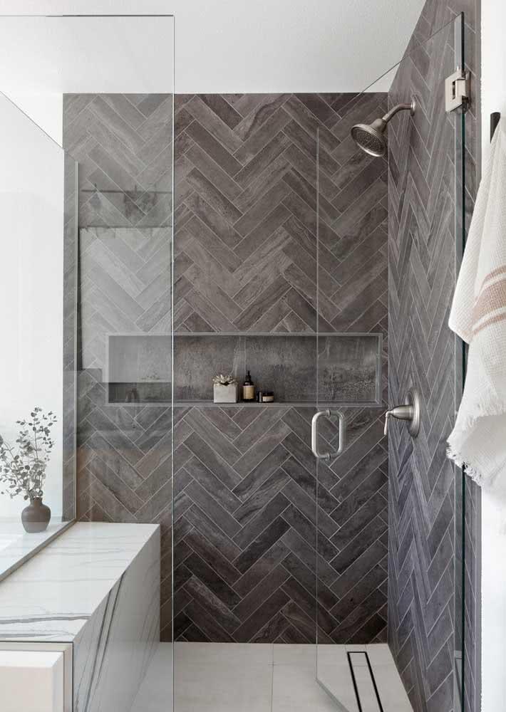 Quer uma ótima opção de revestimento cinza para o banheiro? Então anota: azulejo de metrô